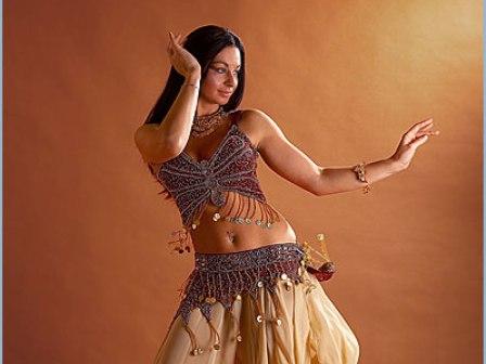 Телки танцуют танец живота фото 250-211